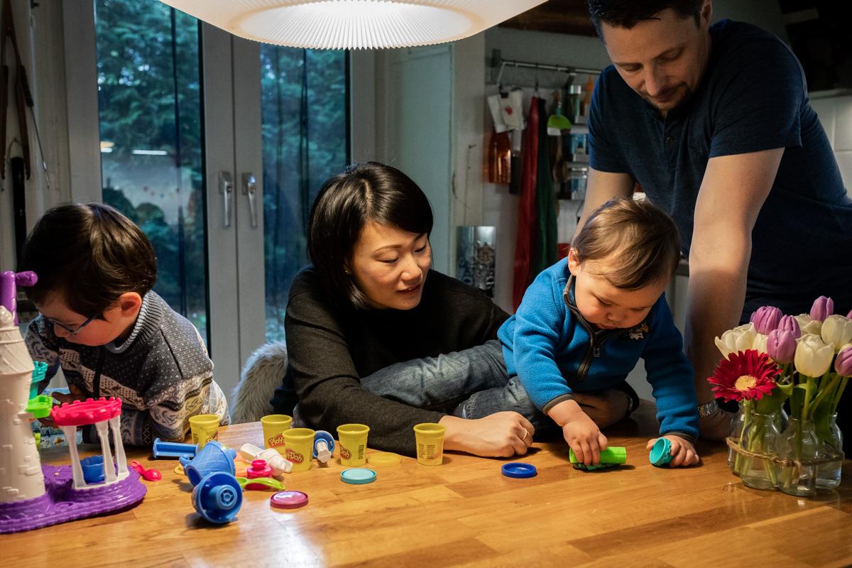 Familienfoto in der Küche.